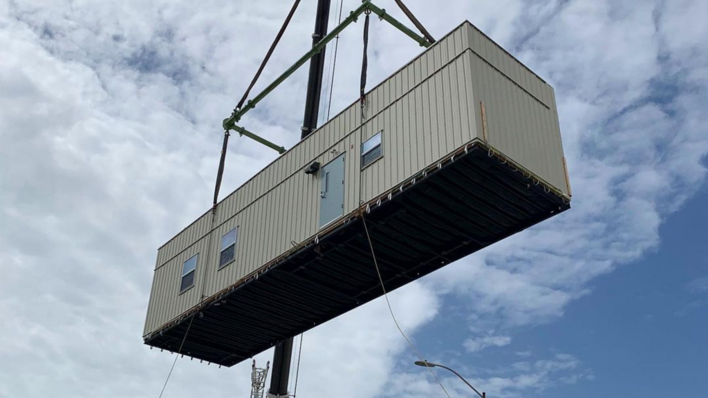 how is a modular building delivered?