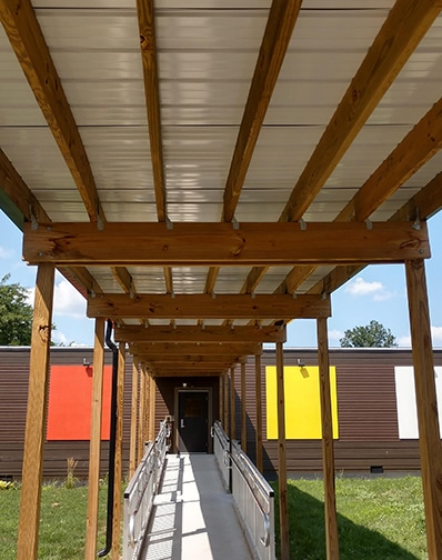 How are modular classrooms connected?